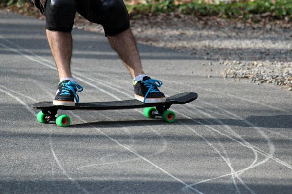 Single Kick Freeride longboarder